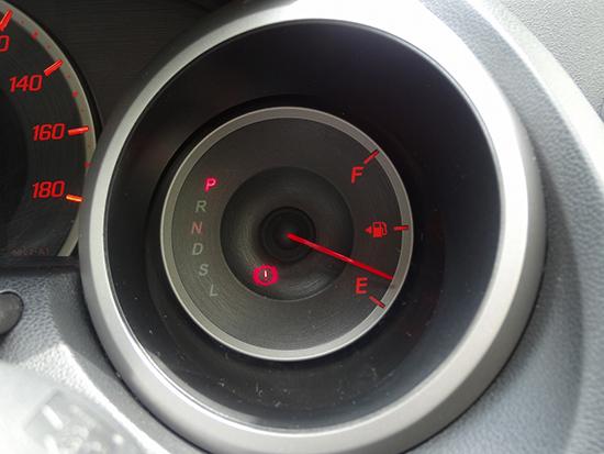 ガソリンメーターが1/2以下になったら給油