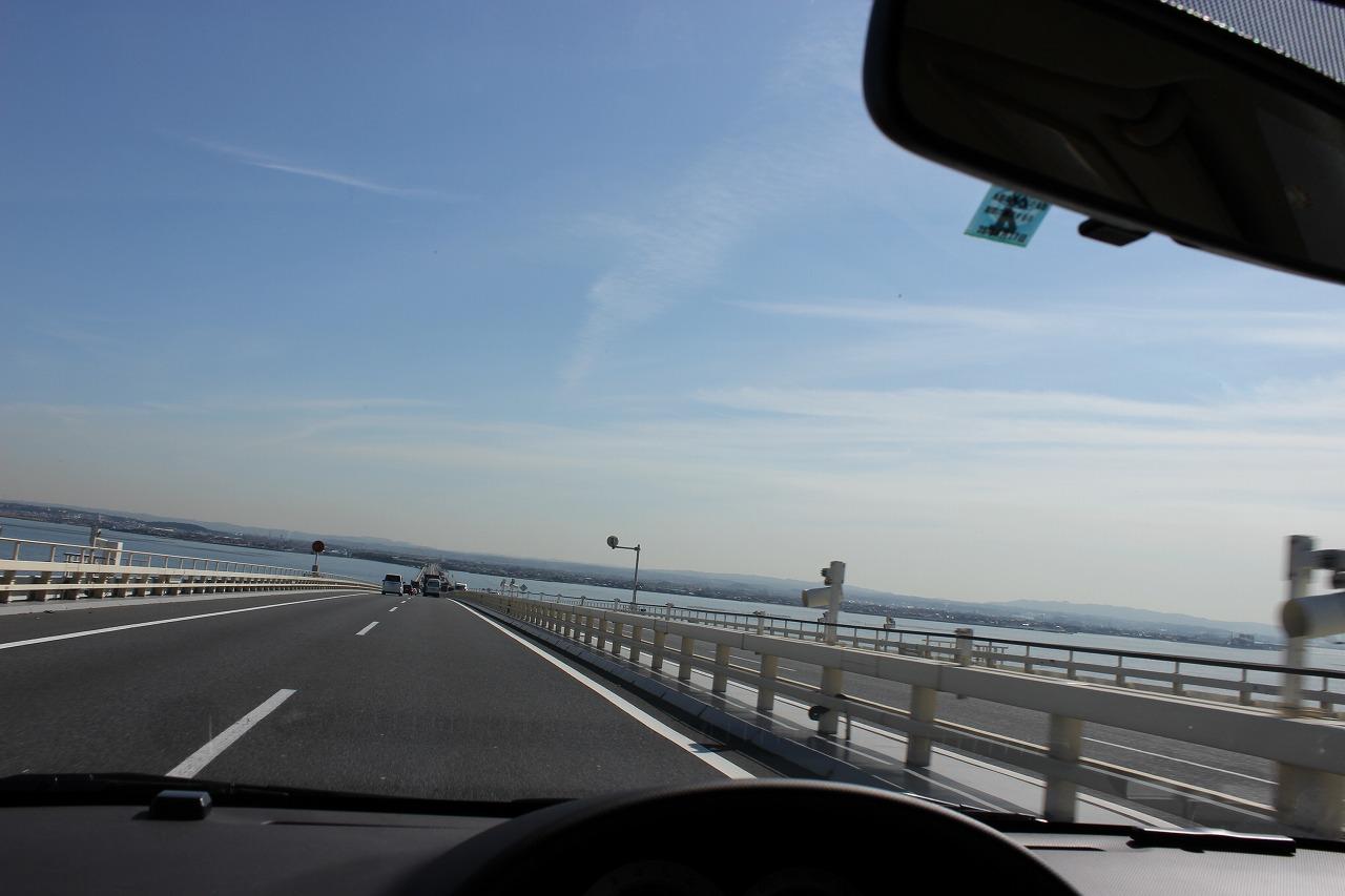 東京湾アクアラインを走行。海の上を走る爽快感!