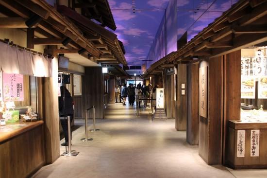 江戸の伝統的な味と技を継承する老舗や名店が並ぶ