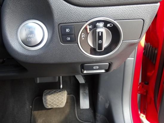 エンジンスタートは写真左上のシルバーのボタン