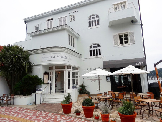 1977年に創業した海辺のフレンチレストラン「ラ・マーレ」