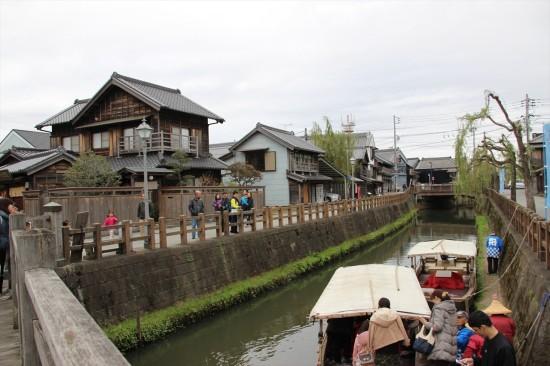 小野川を中心に江戸や明治時代から残る建物が広がっている
