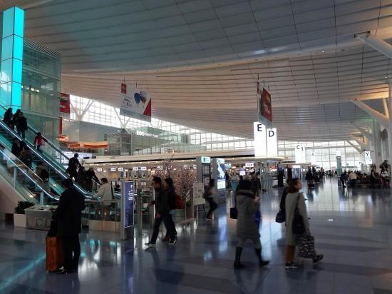 羽田空港に到着。エスカレーターを上がると……?