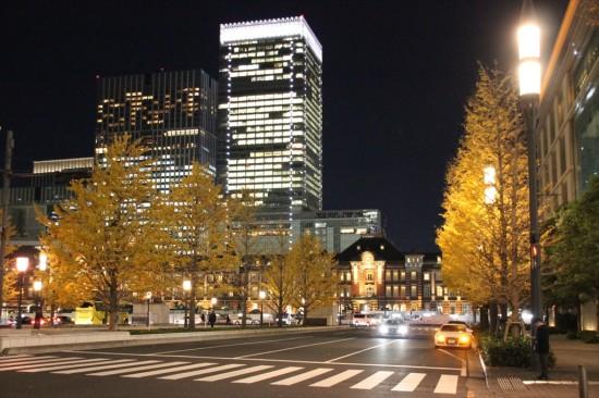 東京駅のライトアップも美しい