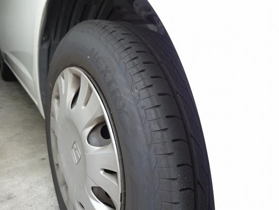タイヤのパンクや摩耗をチェック