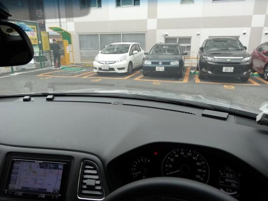 運転席からボンネットが見えるので車両感覚がつかみやすい