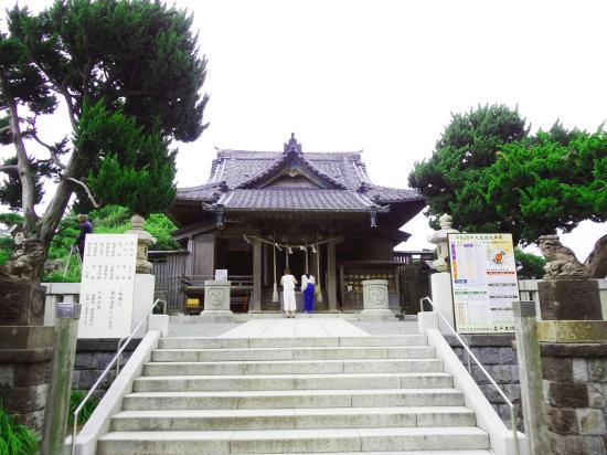 源頼朝公創建と伝わる850年の歴史を持つ森戸大明神