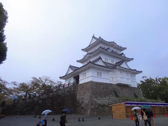 天守閣の高さは地上から約40m。間近で見るとその大きさに圧倒される