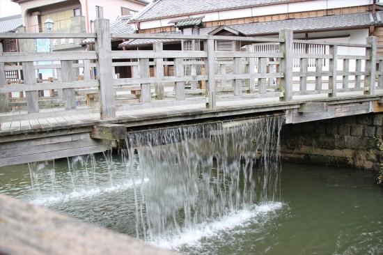 通称「じゃあじゃあ橋」と呼ばれる棚橋
