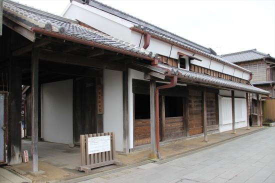 旧伊能忠敬邸は自由に見学可能。土蔵や炊事場、書院などが残っている