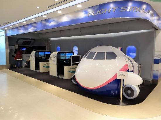 5階のTIAT Sky Road には、操縦体験ができるフライトシミュレーターがあります