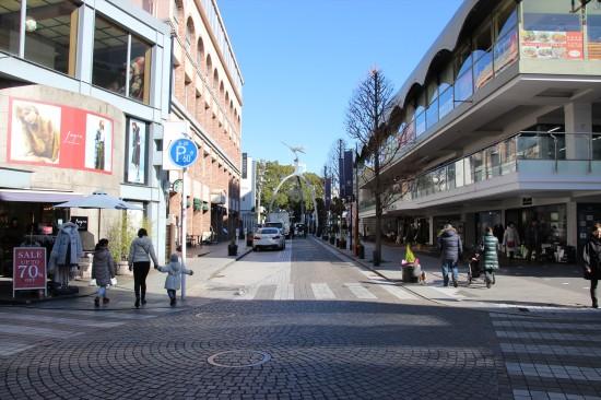 カフェやスイーツのお店もたくさんある元町ショッピングストリート