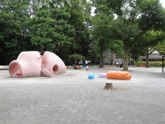 「うま」「ぶた」「りす」の3つの児童公園もある