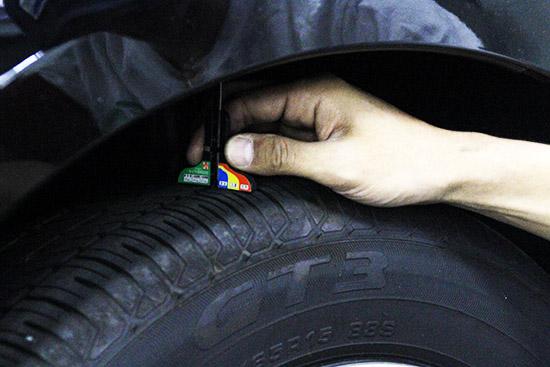 タイヤの摩耗を確認