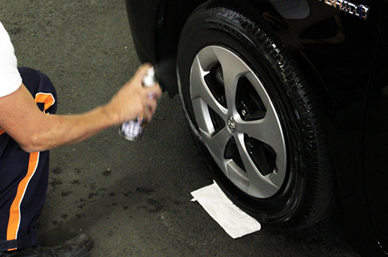タイヤを磨く