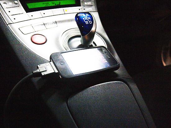 iPod、iPhoneを接続するケーブルが用意されています