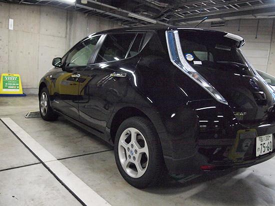 充電のため前向きで駐車する