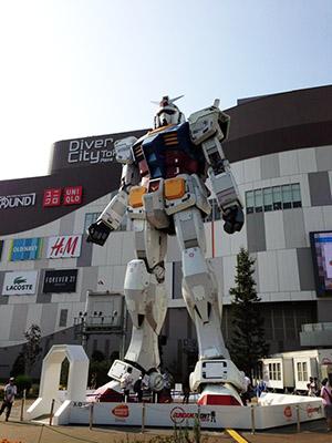 ダイバーシティ東京 プラザの前には巨大カンダムが!