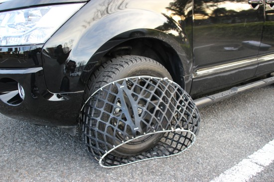 タイヤを半回転させ、反対側もかぶせる