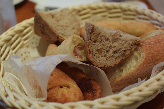 いろいろな種類のパンをいただきました