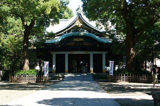 美しく豪華な社殿