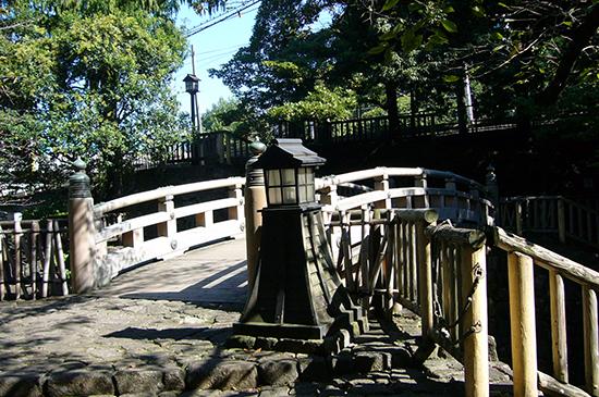風情ある木製の橋