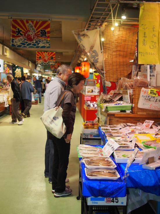 銚子港で水揚げされた新鮮な魚介類を即売!