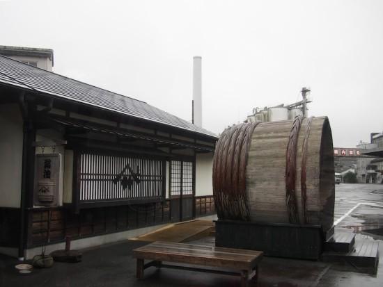 醤油の仕込み樽がシンボルのヤマサ醤油工場