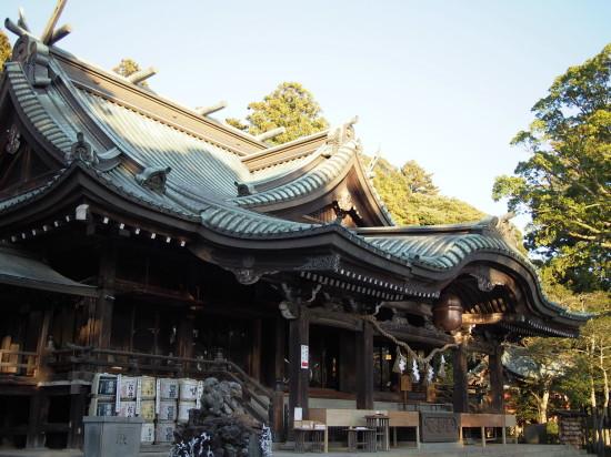 筑波山の2つの峰を男女二柱の御祭神とする筑波神社は、縁結びや夫婦円満のパワースポットとしても人気