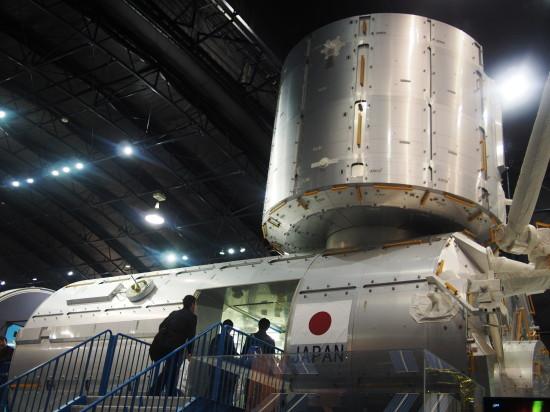 宇宙ステーションの日本実験棟「きぼう」の実物大模型。中にも入れます