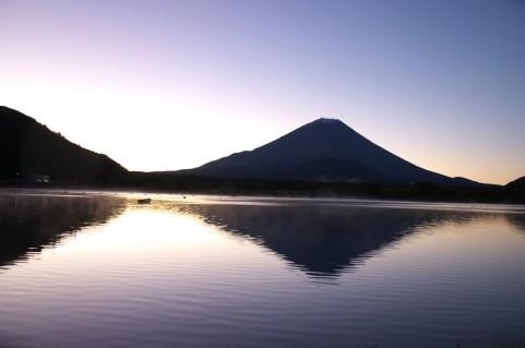 精進湖からの見事な逆さ富士