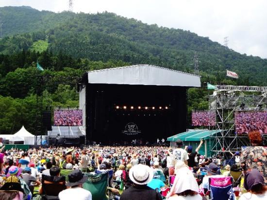 夏は各地で大型の野外フェスが開催される