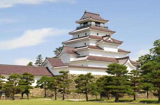 赤い瓦が美しい鶴ヶ城