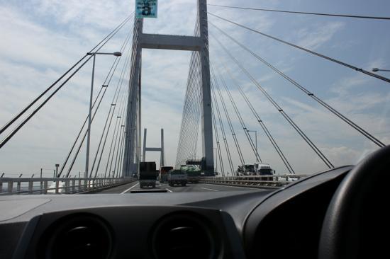 横浜ベイブリッジを渡る瞬間はいつもワクワクしちゃいます。
