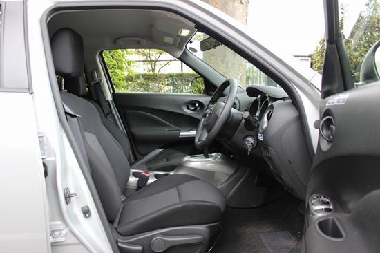 着座位置が高いので見晴らしがよく、運転しやすいクルマです