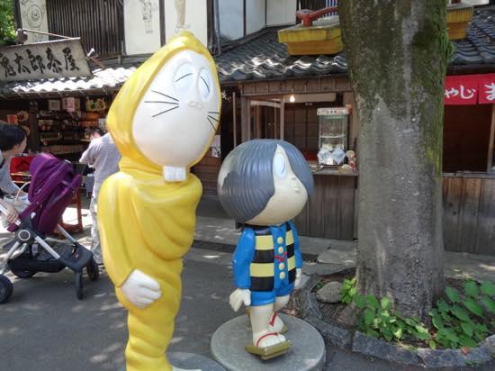 鬼太郎を発見!うしろに見えるのは「鬼太郎茶屋」