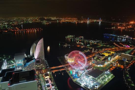 空気が澄んだ冬はスカイツリーやレインボーブリッジなど東京の夜景まで見渡せる