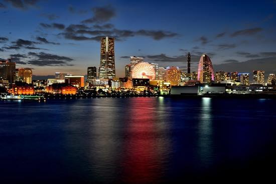 横浜港大さん橋国際客船ターミナルの屋上は24時間開放。好きなときに好きなだけ居られるのも魅力