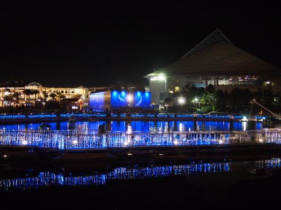 海上に浮かぶカフェレストラン「パーマストン」でマリーナの夜景を見ながら食事を!