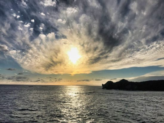夕日が絶景!海上展望塔からは、水平線が丸く見えます。
