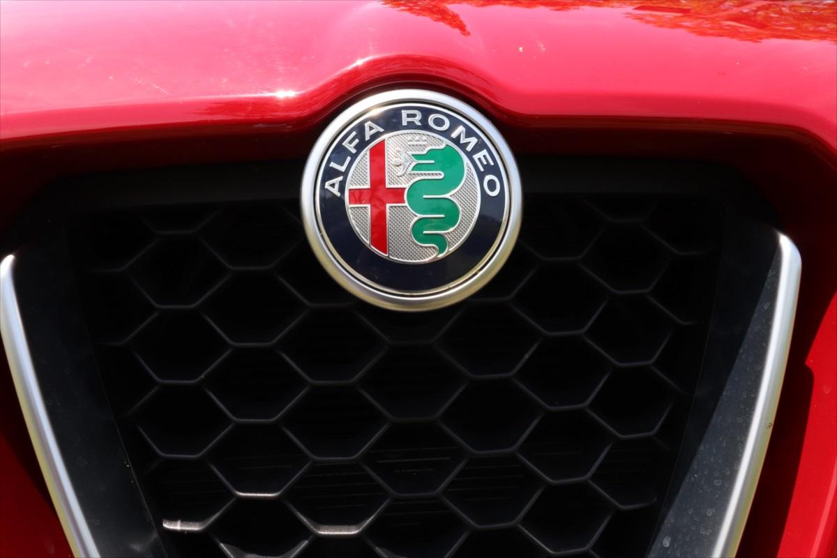 ミラノ市の市章とヴィスコンティ家の紋章が描かれるアルファ ロメオのマーク