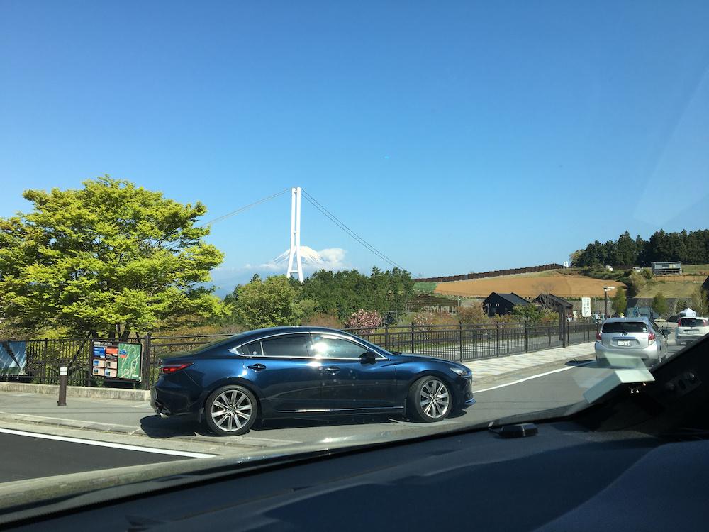 駐車場に到着。富士山はもちろん、大つり橋の迫力にも圧倒される