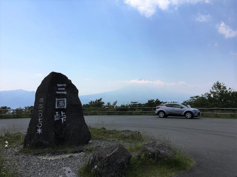 「三国峠」には無料の駐車場がある(無料)。この日は晴れていたので、富士山がはっきりと見えた