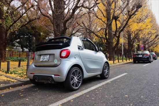 軽自動車と比べても60cmも短いため、駐車も楽ちん。バックモニターももちろん装備