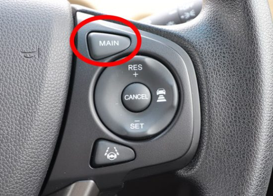 1.「MAIN」スイッチを押す