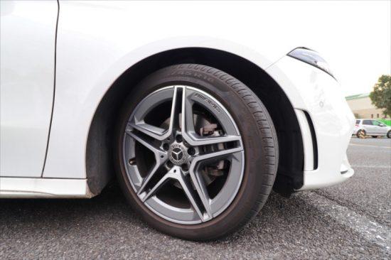 AMGラインのため、スポーティな18インチホイールが走りを支える
