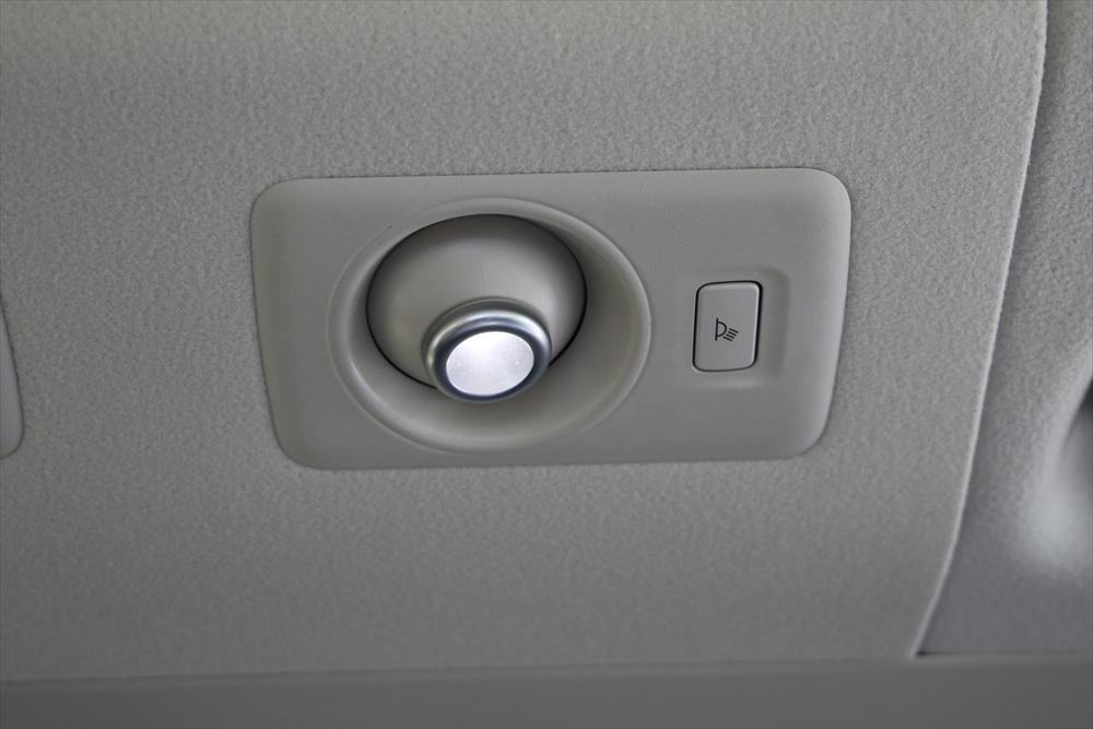 3段階で調光が可能なLED読書灯