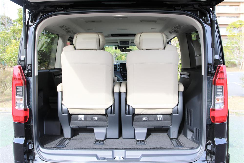 室内が広いだけでなく、荷室の積載力もかなり十分に確保されている。