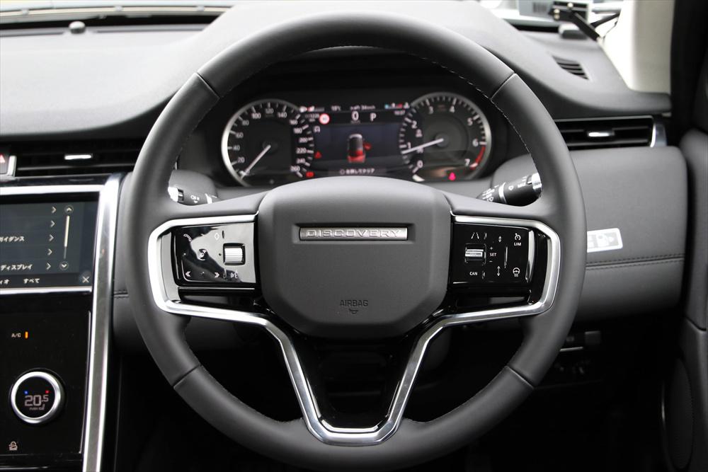 「アダプティブ・クルーズコントロール」などの先進安全機能は、ハンドル右側のスイッチで操作する