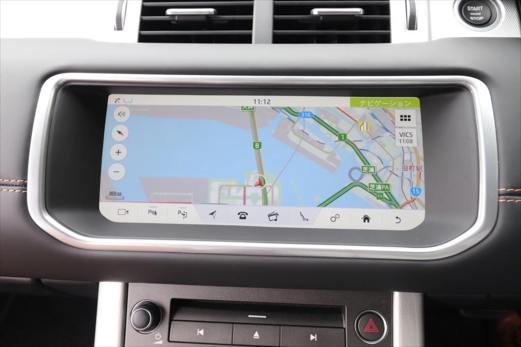 カーナビはタッチパネル式。画面下に並ぶアイコンでオーディオなどの操作画面を呼び出す
